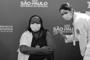 No domingo, vacinação da enfermeira Mônica Calazans em São Paulo foi o mais importante passo até agora para o combate à Covid-19 no país. Um dia depois, a técnica de enfermagem Iolanda Brito inaugurou a vacinação no Espírito Santo