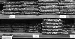 Em Vitória, quem recebe salário mínimo gasta 57% da renda com a cesta básica. Situação expõe as penosas condições de vida de parte significativa da população brasileira