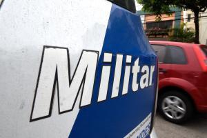 Segundo a Polícia Militar, homem estava alcoolizado e tentou fugir do local. Confusão aconteceu na madrugada desta quinta-feira (10) em uma casa noturna em Praia de Itaparica