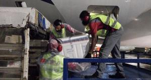 Nova remessa do imunizante chegou na noite deste sábado (31) no Aeroporto de Vitória; durante a manhã também chegaram 63 mil doses da Pfizer. Ao todo, são mais de 115 mil frascos de imunizante
