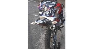 Acidente aconteceu na Avenida Marechal Campos, no bairro Bonfim; segundo a Guarda Municipal, a motocicleta não possuía placas e estava em nome de outra pessoa