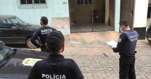 Durante a operação, duas pessoas foram detidas pelo crime de posse ilegal de arma de fogo. Eles pagaram fiança e foram liberados