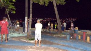 Quatro pessoas estavam na embarcação que virou na noite de domingo (04), na Prainha de Santo Antônio. Três conseguiram se salvar