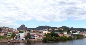 Há quase uma semana, moradores do bairro Andorinhas convivem com constantes tiroteios e o medo de serem atingidos pela violência causada pela disputa entre traficantes de drogas