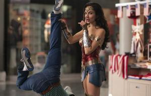 Valor representa queda de 67% para a sequência de super-herói, que está sendo exibida simultaneamente em 2.151 telas e streamings gratuitamente para assinantes da HBO Max