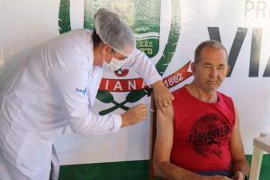 Antonio de Paula Moura é morador do Instituto Lar Família Feliz e é surdo; funcionários de duas unidades de pronto atendimento também serão imunizados