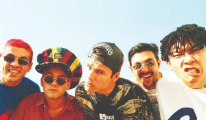 Em 2 de março de 1996, morriam em acidente aéreo todos os integrantes da banda - Dinho, Samuel Reoli, Júlio Rasec, Sérgio Reoli e Bento Hinoto
