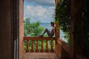 Filme dirigido por Cláudio Marques e Marília Hughes chega à Netflix com a jornada de uma adolescente que chega da Alemanha para morar em Salvador