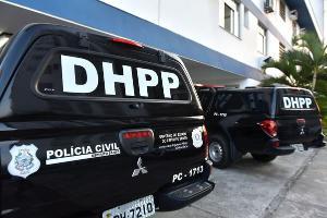 Uma das vítimas chegou a ser socorrida, mas morreu no hospital; disparos aconteceram no início da tarde desta quinta-feira (29)