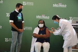 Após cinco horas de reunião, a diretoria da Agência autorizou o uso emergencial dos imunizantes; mas a Coronavac é a única com doses disponíveis para que a campanha de vacinação possa ser iniciada