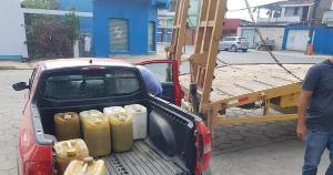 Além dele, outro homem de 62 anos foi preso em flagrante no bairro Boa Vista, em São Mateus, com dez galões de óleo diesel