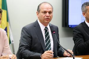 Ao comentar votação no Chile, Ricardo Barros defendeu plebiscito no país e afirmou que a Carta brasileira 'só tem direitos'