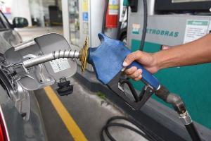 Governo federal, Petrobras e Estados têm duelado sobre os motivos dos aumentos nas bombas. Mas afinal, o que tem feito os combustíveis ficarem mais caros?