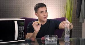 O maquiador Ricardo Silveira ensina uma forma rápida e prática de limpeza que é feita em poucos minutos