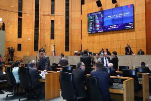 Decisão de adiar a eleição para 1° secretário da Mesa Diretora foi oficializada em uma resolução publicada no Diário Legislativo. Mesmo sem previsão de data, alguns deputados já se mostraram interessados na vaga
