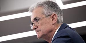 Fed Chief Wedged Between a Slowing Economy and an Angry President