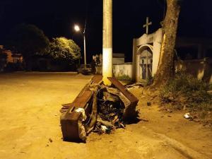Para a moradora Andréa Siqueira, que registrou a situação, a cena causou espanto. As imagens circularam nas redes sociais de moradores da cidade e causaram indignação