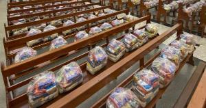 As quase sete toneladas de alimentos arrecadadas pela Paróquia de São Marcos em Ibiraçu, no Norte do Espírito Santo, foram divididas em 230 cestas básicas