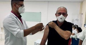 No Twitter, Hartung, que tem 63 anos, escreveu que deseja a chegada do imunizante para todos os brasileiros
