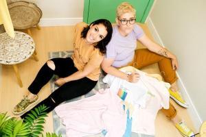Camila Frizera e Camila Sartorio comandam a Trevo Tee, marca capixaba de t-shirts produzidas com objetivo de criar peças com significado