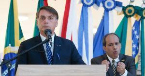 Ao lado do prefeito de Aparecida, Bolsonaro reforçou sua defesa contra as medidas de fechamento adotadas para evitar a contaminação pelo novo coronavírus