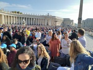 Maria Amélia Reuter, 54, está há quatro dias em Roma para presenciar a canonização da primeira santa brasileira, Irmã Dulce dos Pobres. Ela afirma que o momento é de emoção e agradecimento.