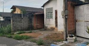 Simone Paulino, de 43 anos, e Matheus Oliveira Paulino, 13, foram encontrados debaixo de uma cama de casal na residência em que moravam. Segundo a polícia, a autoria e motivação do crime ainda são desconhecidas