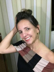 Rosane Delorence Lima, de 47 anos, era moradora de Atílio Vivácqua, mas dava aulas no município vizinho, em Muqui. A doença evoluiu para o óbito em apenas cinco dias, segundo familiares