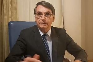 Bolsonaro fez associação sem base científica entre vacinação contra a Covid e Aids durante transmissão ao vivo