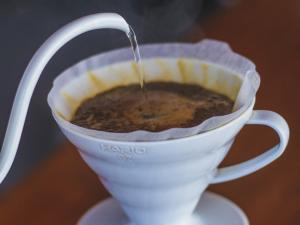 Ibrik, Melitta, moka, sifão, prensa francesa, Aeropress, V60, Kalita Wave: seja qual for o método escolhido, vale experimentar seguindo as dicas sobre como preparar um bom café