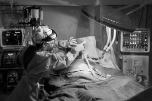 Reportagem exclusiva de A Gazeta acompanhou durante cinco dias todo o empenho dos profissionais da Unidade de Tratamento Intensivo (UTI) para salvar doentes com Covid-19 em estado grave