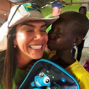 Penha Arraz ressalta que a vontade de ajudar é maior do que tudo, só não é maior do que a felicidade de ver um sorriso no rosto das pessoas que apoia. 'Deus operou maravilhas em minha vida e me tornou capaz de também fazer isso na vida dos outros', sustenta