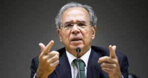 Em evento no Palácio do Planalto, o ministro também sugeriu um recado a membros da ala política ao afirmar que muitos querem desviar Bolsonaro do caminho das reformas