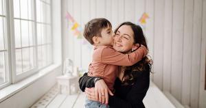 O lugar das mães é na terra, nesse árduo e cotidiano manifesto de prover seres humanos melhores, mesmo quando as condições não são favoráveis