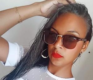 Rosimar dos Santos da Cruz, 31 anos, foi assassinada com golpes de facão no pescoço na frente dos próprios filhos. Segundo uma irmã da vítima, o crime aconteceu quando o homem foi entregar as crianças para a mãe