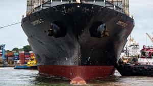 Operação envolve embarcação de 243 metros, vindo de Malta, atracado no Terminal de Vila Velha (TVV)