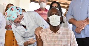 Vereadores aprovaram projeto de lei que recomenda protocolos para a imunização, que inclui regra de que todo o processo seja visível ao paciente