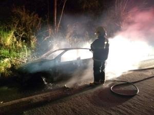 Um dos veículos envolvidos no acidente foi encontrado em chamas após o encerramento da ocorrência, que foi atendida pela Polícia Militar. As causas do incêndio ao carro estão sendo investigadas