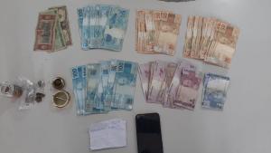 Ele e mais um suspeito foram abordados nesta quarta-feira (10) enquanto passavam de carro perto do Quartel do Comando Geral da Polícia Militar, em Maruípe; dupla tentou atropelar agentes e fugir, mas foram detidos