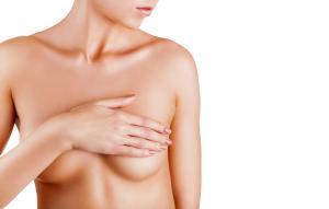 A recomendação é da Sociedade Brasileira de Mastologia (SBM), que alerta para possíveis confusões entre uma reação comum ao imunizante e sintomas de câncer de mama