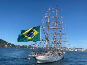 A embarcação da Marinha do Brasil aportou na capital capixaba por volta das 8h30 da manhã desta quarta-feira (20) e permanece até a próxima segunda (25). Devido à pandemia, a visitação pelo público não será permitida