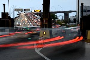 As cidades clamam por menos carros, menos poluição e mais gente circulando a pé. São mudanças em favor da reaproximação das pessoas e da melhoria da qualidade da vida urbana