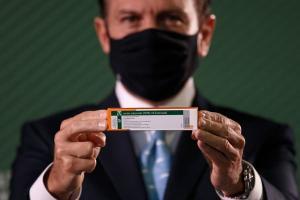 O Governador de São Paulo participou de vacinação de profissionais de saúde em Santos e voltou a direcionar críticas ao presidente Jair Bolsonaro.