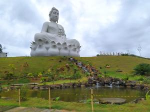 A informação foi divulgada pelo Mosteiro Zen Budista, localizado às margens da BR 101 Norte, em Ibiraçu. A medida foi tomada para evitar aglomerações e atender ao decreto estadual que proíbe a abertura de locais com atividades não essenciais por 14 dias