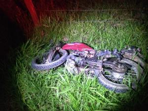 De acordo com informações da polícia, o motorista do carro não estava no local do acidente. Horas depois, o veículo foi encontrado pegando fogo