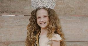 Natural de João Neiva, Pietra Montibeller de Castro venceu o Miss Infantil Espirito Santo Fashionista 2020 e foi coroada Mini Miss Brasil Universe 2020