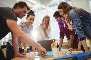 Há oportunidades abertas para alunos de diferentes cursos de nível médio, técnico e superior. Confira a lista com as chances e como concorrer