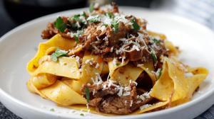 Capriche nessa receita suculenta e cheia de conforto, servindo com um fio de azeite e queijo parmesão ralado