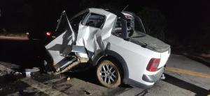 De acordo com a PRF, a vítima transitava pelo quilômetro 33 da rodovia quando a picape em que viajava colidiu em um caminhão-tanque