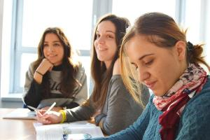 Chances são para estudantes de níveis médio, técnico e superior. Veja como concorrer às oportunidades